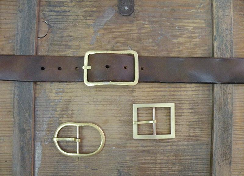Handgemachte Gürtelschliessen aus Messing von Goldschmiedin Susanne Vogelmann aus Schwäbisch Gmünd