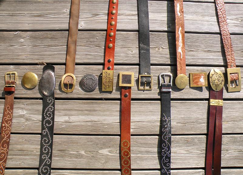 Handgemachte Gürtelschnallen und Ledergürtel von Susanne Vogelmann Handwerk aus Schwäbisch Gmünd