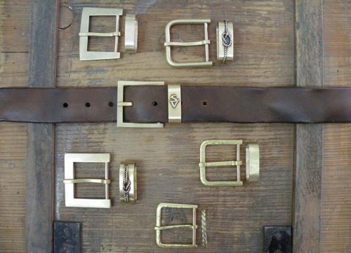 Handgefertigte Einzelstücke aus Messing und Leder von Susanne Vogelmann Handwerk